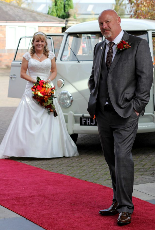 Wedding couple in the Mansion House courtyard with a red carpet and antique car